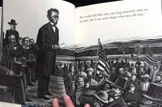 THE GETTYSBURG ADDRESS; by Abraham Lincoln / Illustrated by Michael McCurdy / Foreword by Garry Wills